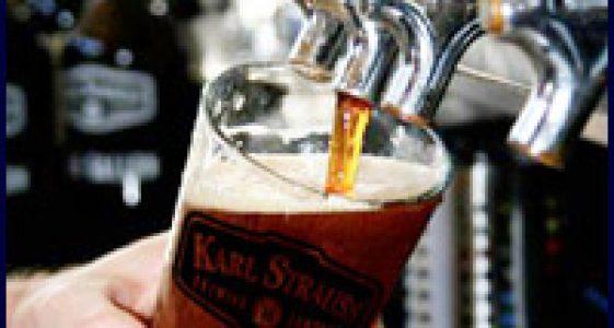 Karl Strauss - Pourin a pint